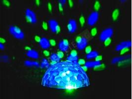 Компактна многофункционална парти лампа