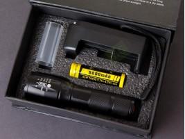 Водоустойчив фенер с презареждаща батерия