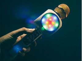 Караоке микрофон със светлини