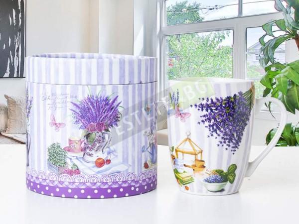 Порцеланова чаша с кутия