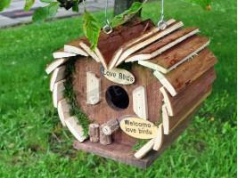 Дървена къщичка за птици