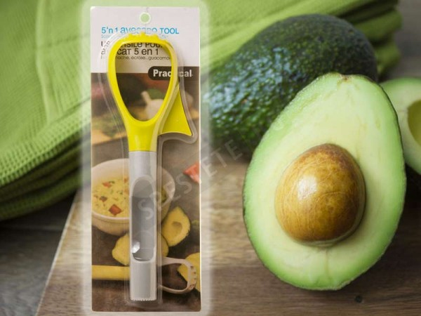 Уред за рязане и почистване на авокадо