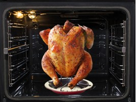 Тава със стойка за печене на пиле